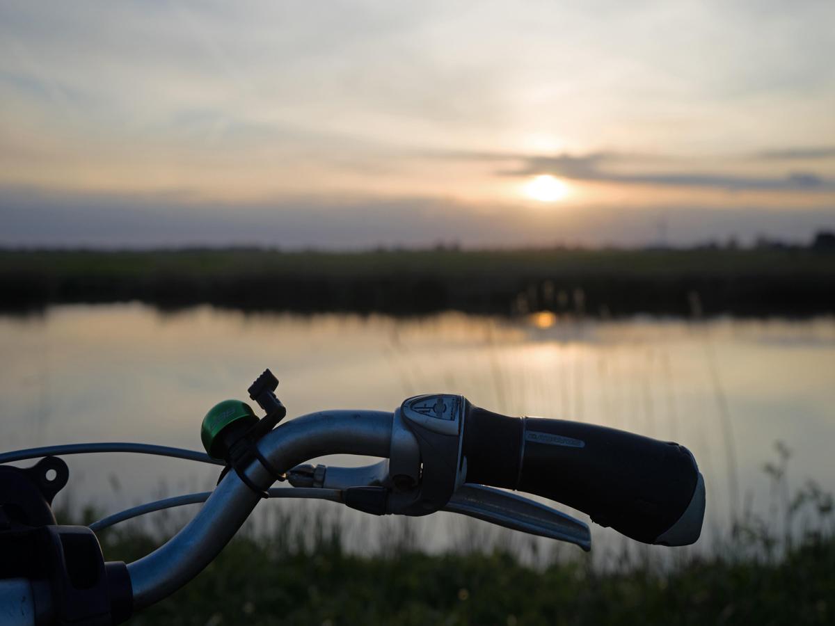 Friesland-zonsondergang-platteland